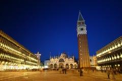 St. Quadrado da marca em Vencie na noite Fotos de Stock Royalty Free