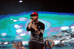 St.-Rapper auf Stadium in Moskau singt Lizenzfreies Stockfoto