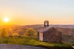 St Rok da igreja contra o sol da noite Fotografia de Stock
