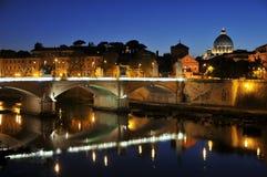 st rome s отражения peter моста базилики Стоковая Фотография RF