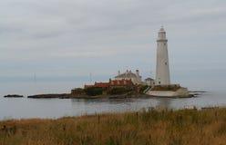 St ` s Maryjna wyspa & latarnia morska - Whitley zatoka Zdjęcia Stock