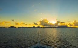 St San Cristobal e Nevis dall'arco di una nave all'alba Immagine Stock Libera da Diritti