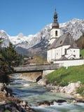St Sebastian della chiesa di parrocchia a Ramsau, alpi bavaresi, Germania Fotografie Stock Libere da Diritti