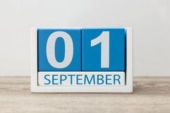 1st september Bild av september 1, kalender på ljus bakgrund tillbaka begreppsskola till Royaltyfri Bild