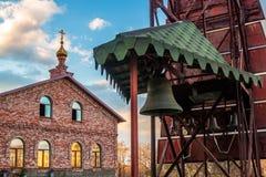 St Seraphim Monastery para homens e a torre de sino fotos de stock