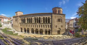 St Sophia - gammal bysantinsk kyrka - Ohrid, Makedonien - panorama fotografering för bildbyråer