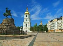 St Sophia Kathedraal en monument aan Bogdan Khmelnitsky Stock Fotografie