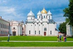 St Sophia kathedraal in Veliky Novgorod, Rusland bij de zomer zonnige dag - architectuurlandschap van het oriëntatiepunt van Veli Stock Foto
