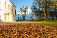 St Sophia Russian Orthodox kathedraal bij zonnige de herfstavond in Veliky Novgorod, Rusland - het landschap van de architectuurh Royalty-vrije Stock Foto's