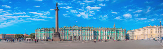 ST ST 彼得斯堡,俄罗斯- 2016年8月28日:冬宫和宫殿正方形在圣彼德堡 这个历史地方 库存图片