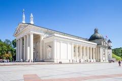 St Stanislaus和St弗拉迪斯拉夫大教堂大教堂在夏天晴天 库存图片