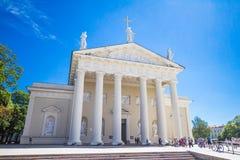 St Stanislaus和St弗拉迪斯拉夫大教堂大教堂在夏天晴天 免版税库存图片