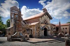 St Stanislaus Church en Altos de Chavon, Casa de Campo, Dominicana fotos de archivo