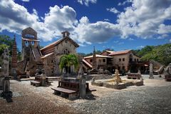 St Stanislaus Church i Alt de Chavon, Casa de Campo som är dominicana arkivbild