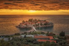 St Stefan Island nel tramonto in Budua, Montenegro immagine stock libera da diritti