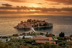 St Stefan Island nel tramonto in Budua, Montenegro immagini stock libere da diritti