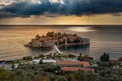St Stefan Island nel tramonto in Budua, Montenegro fotografie stock libere da diritti