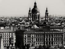 St Stephen Basilica en streetscape in zwart-wit royalty-vrije stock foto's