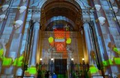 St Steven Cathedral dans l'illumination de Noël, Budapest, Hongrie Image stock