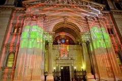 St Steven Cathedral dans l'illumination de Noël, Budapest, Hongrie Images libres de droits