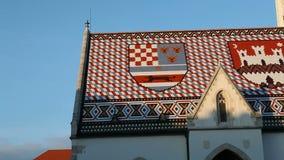 St. tekenkerk met emblemen van Kroatië en Zagreb op het dak stock video