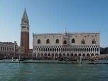 St Tekenvierkant gezien fron St Tekenbassin in Venetië Royalty-vrije Stock Foto