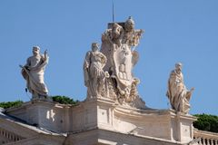 ST Theobald, Theodore, Αλέξανδρος VII κάλυψη των όπλων και ST Jerome Στοκ Εικόνες