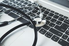 St?thoscope sur le clavier image libre de droits