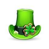 st. Trébol esmeralda de los días de Patricks en el sombrero Fotos de archivo libres de regalías
