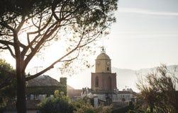 St Tropez башня с часами стоковые изображения
