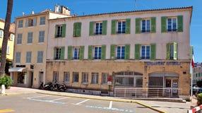 St Tropez - здание жандармерии стоковое изображение
