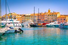 St Tropez, к югу от Франции роскошные яхты Марины стоковое изображение