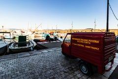 St Tropez, Франция - 2019 Винтажная подающая тележка пиццы припаркованная в habor St Tropez, французской ривьеры стоковое изображение rf