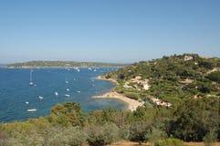 St Tropez baai van heuveltop stock foto