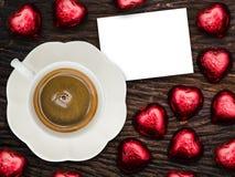 St-valentin frukost med kaffe och choklad Royaltyfria Bilder