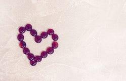 St-valentin konkreta bakgrund med en hjärta Royaltyfria Foton