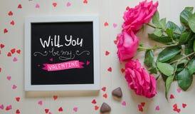 St Valentine ` s Dag uitstekende samenstelling van wit fotokader, roze rozenboeket Royalty-vrije Stock Afbeeldingen