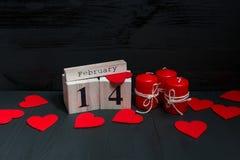 St Valentine ` s dagconcept rode kaarsen, harten en kalender royalty-vrije stock foto