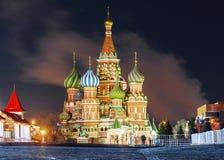 St van de de wintermening Basilicum` s Kathedraal in Moskou stock fotografie