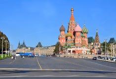 St Vasilyevsky下降的蓬蒿的大教堂 莫斯科俄国 库存图片