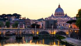 st vatican peter rome s фонтана города bernini базилики предпосылки квадратный st peter s базилики Панорамный взгляд Рима и St Стоковое Изображение