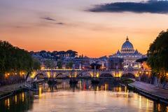 st vatican peter rome s фонтана города bernini базилики предпосылки квадратный st peter s базилики Панорамный взгляд Рима и St Стоковое Изображение RF