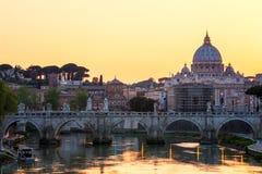 st vatican peter rome s фонтана города bernini базилики предпосылки квадратный st peter s базилики Панорамный взгляд Рима и St Стоковые Изображения RF