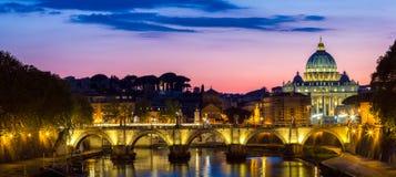 st vatican peter rome s фонтана города bernini базилики предпосылки квадратный st peter s базилики Панорамный взгляд Рима и St Стоковая Фотография