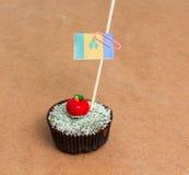 St Vincent και οι Γρεναδίνες σημαιοστολίζουν, Apple Cupcake με κόκκινο bonbon μορφής μήλων στην κορυφή Στοκ φωτογραφία με δικαίωμα ελεύθερης χρήσης