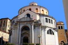 St Vitus大教堂在一个晴朗的夏日在力耶卡,克罗地亚 免版税库存照片