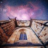 St Vitus Cathedral au château de Prague dedans sous le bleu clair photo libre de droits