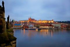 St Vitus Cathedral de Prague à la soirée Photo libre de droits