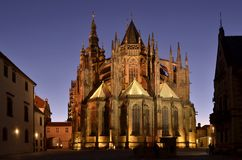 St Vitus Cathedral de Prague la nuit image stock