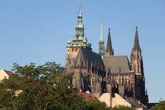 St Vitus Cathedral en el distrito de Hradcany en Praga foto de archivo